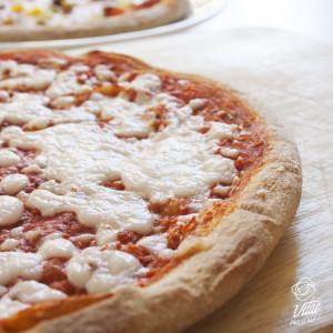 Pizza vegana con farina integrale e mozzarisella