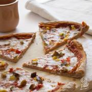 Pizza vegana mozzarisella e verdure
